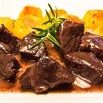 Peposo: Toskanischer Rinderschmortopf in Rotwein