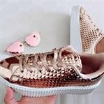 Rosegold Sneaker ve Mor Gözlük