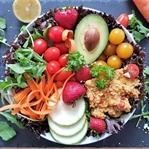 Salat mit Curry-Couscous und Limettenvinaigrette