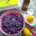 Enfes...Lokanta usulü kırmızı lahana salatası