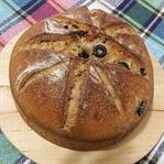 Zeytinli Sarımsaklı Ekşi Maya Ekmeği