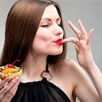 Kadınlarda tatlı yeme isteği artıyor