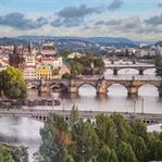 Prag Siyah Pelerinli Bir Kent