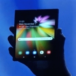 Samsung katlanabilir telefonunu tanıttı
