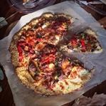 Karnabahar Tabanlı Unsuz Sebzeli Pizza