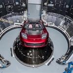 Dünyada İlk Kez Uzaya Bir Otomobil Gönderildi