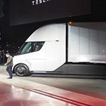 Elon Musk, Tesla'nın Elektrikli Kamyonunu Duyurdu