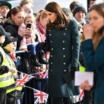 Kate Middleton: Yeşil Dolce&Gabbana Manto