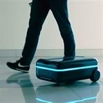 Sahibini takip eden akıllı bavullar!