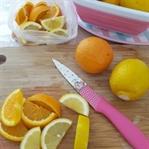 Yaz limonatası için limonlar buzluğa..