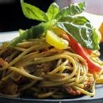 Fesleğen ve Köri Soslu Spagetti
