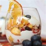 Taze Meyve ve Yoğurtlu Yaz Pudingi