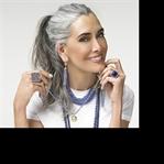 Beyaz Saçlı Kadınlar Gençlik Baskısına Direniyor!