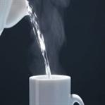 Her Gün Aç Karnına Sıcak Su İçmenin Önemi!