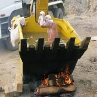 Beko İş Makinası Kepçesinde Banyo Keyfi !