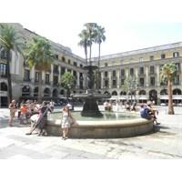Barcelona - Plaça Reial'de Bir Yemek Molası