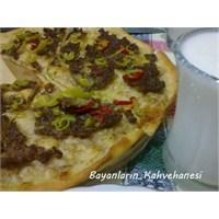 Pizza Görünümlü Kıymalı Pide Tarifi