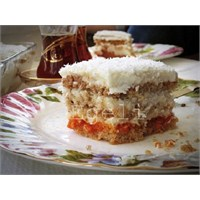 Kremalı, Hindistan Cevizli, Havuç Püreli Pasta
