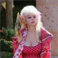 55 Yaşındaki Barbie Nine