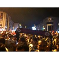 Maltepe Ak Parti Binası Taşlandı