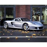 Gri Porsche Carrera Gt