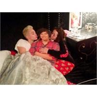 Miley Cyrus Harry Styles'ı Yatağa Attı