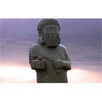 Kral Tarhunza Kopye Edildi