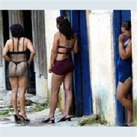 Hollanda kırmızı sokakda gizli sikişenler  Sürpriz Porno