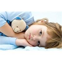Çocuklarda Geceleri Yatak Islatma Problemi Nedenle