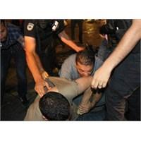 Eylemci İsıran Sivil Polis