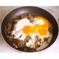 Lezzetli Kavurmalı Omlet
