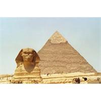 Mısır Piramitleri Hakkında Teoriler...