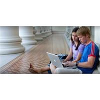Her Beş Öğrenciden İkisi İnterneti Flört Etmeye Te