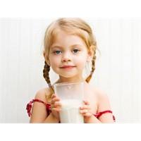 Çocuğumu Süt İçmeye Nasıl Alıştırabilirim?