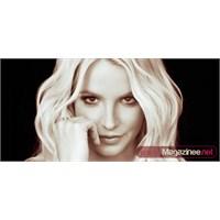 Britney'in Sahnede Fermuarı Açıldı!