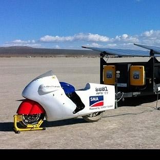 Güneş enerjili motorsiklet hız rekoru kırdı
