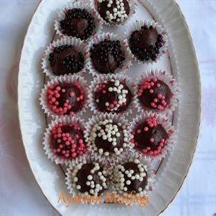 Küçük Çikolatalı Toplar