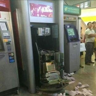 ATM'yi Çökerten Bu Kadından Korkulur