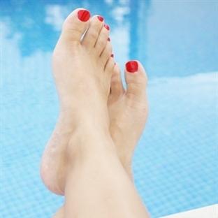 Ayaklarınızın kuru ve çatlak olmasını istemiyorsan