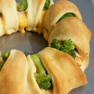 Brokolili tavuklu milföy sarma