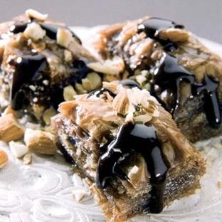 Çikolatalı bademli baklava
