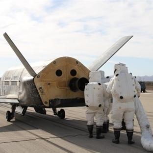 Çok Gizli İHA X-37B Uzay Uçağı Yörüngeden Döndü
