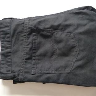 Die schwarze Jeans