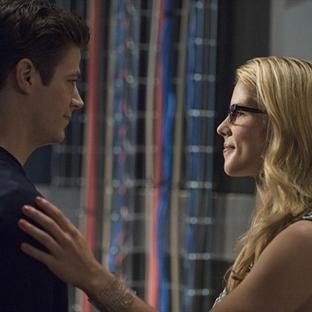 Felicity The Flash'a Yardıma Gidiyor!