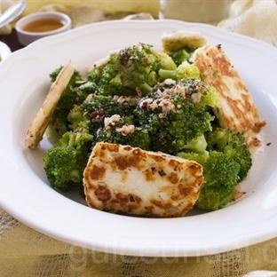Hellim Peynirli Brokoli Saltası