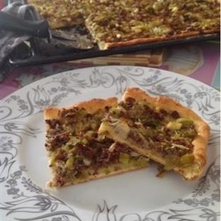 Kıymalı Pırasalı Pizza & Kiş