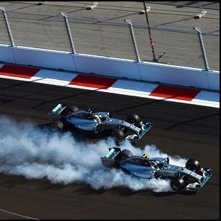 Mercedes Rusya'da Dubleyle Şampiyon Zafer Hamilton
