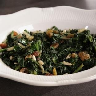Sarımsaklı Ispanak Salatası Tarifi