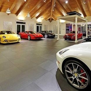 4 Milyon Dolarlık Otomobil Koleksiyonu