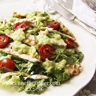Avokado Soslu Tavuk Salatası